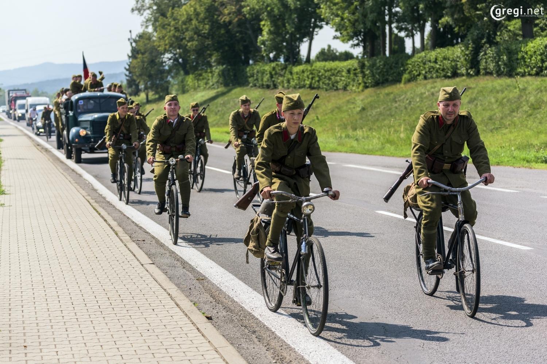 Na priezvedy - Jazda dobovej cyklistickej eskadróny