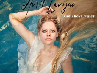 AVRIL LAVIGNE pripravuje album, zverejnila singel Head Above Water!
