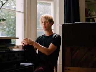 Tom Odell vydal spoločnú pieseň s mladou Alice Merton, vypočujte si túto skvelú dvojicu!