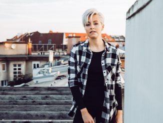 """Speváčka Mista prichádza schytľavou skladbou """"Nespáľme mosty"""", klip k nej nakrúcala na Islande!"""