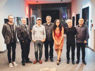 Počuli ste už o žánri etno-šansón? Vypočujte si novú skladbu Divoška od kapely Romanika.