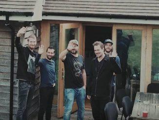 IMTSmile predstavujú videoklip iba deň pred vypuknutím vianočných koncertov. Trikrát vypredali Bratislavu, do Košíc si pozvali Mariána Čekovského a Lukáša Adamca.