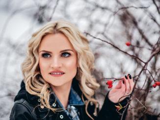 """Speváčka Petra Maxin roztancuje fanúšikovprvou sólovou skladbou snázvom """"Hey""""!"""