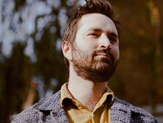 Nejlepší neznámý britský písničkář Tom Rosenthal v Praze.