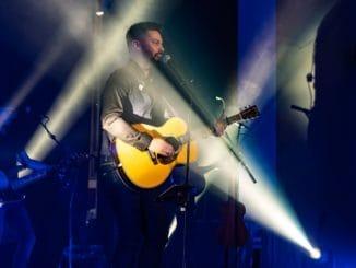 Adam Ďurica včera v Žiline odštartoval svoje koncertné turné s hosťami a pre veľký úspech pridáva ďalšiu dávku  jesenných koncertov.