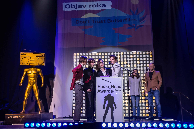 5be0ad6d1 Večer začal vystúpením niekoľkokrát nominovaného projektu Ľudové Mladistvá.  V prekvapivej spolupráci sa predviedli aj producent FVLCRVM a nováčikovia  Luvver ...