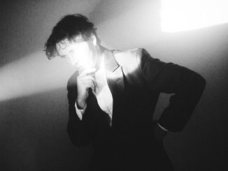 Vyprávět, nezabývat se sebou. Písničkář Cass McCombs poprvé v MeetFactory.