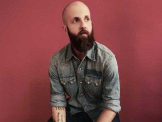 Opravdový a upřímný. Písničkář William Fitzsimmons zasáhne MeetFactory.