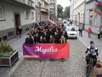 Průvod, tramvaj a oficiální afterparty. Doprovodné akce, které dotvářejí Majáles Ostrava!