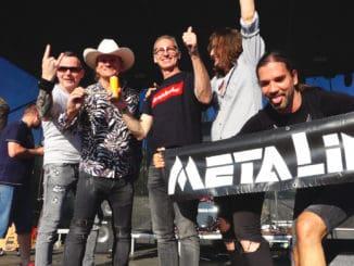 """""""Asi mi chýba sex,"""" vykrikovala v centre Košíc Metalinda.Album Metalindy pokrstil Dominik Hašek."""