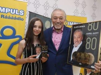 Karel Gott s dcérou Charlottkou pokrstili narodeninový 15CD komplet singlov4CD najväčších hitov sa za 4 dni predaja pozlatilo!