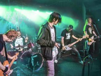 Scéna hnědne je druhý singl z nového alba kapely Houba.