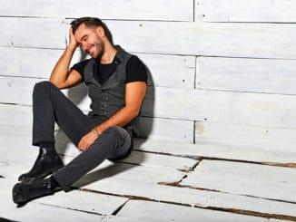 Marek Ztracený vydáva singel avideoklip Dvě láhve vína.