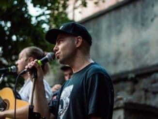 Akustika hrá opäť turné vuliciach slovenských miest.