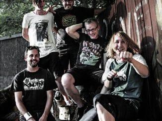 Houba vydává nové album Ničeho nelitujem!