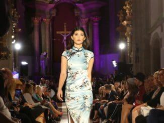 Zo známej speváčky je modelka.Carmel Paradise prekvapila na móle Bratislavských módnych dní!