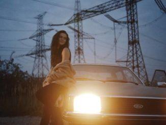 Karmen Pál-Baláž s novým videoklipom a singlom Púšťam ťa.
