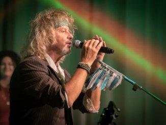 "Peter Nagy odštartoval česko-slovenské turné, hit ""Aj tak sme frajeri"" venoval Karlovi Gottovi."
