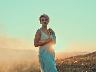 SuperStar Tereza Mašková predstavuje hitový singel Onás dvou. Novinku pre ňu napísali No Name!