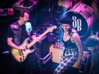 V3 pódiách sa tentoraz predstavia Lina Mayer, Billy Barman aAlan Murin, sľubujú príjemnú hudobnú párty!