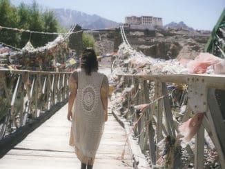 Vesna vydává klip Nezapomeň.Natáčel se vMalém Tibetu a připomíná přátelství Dalajlámy a Havla.