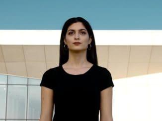Erika Rein prichádza semotívnym videoklipom Hľadám.