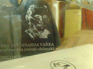 Dva filmy dvojice Zuzana Piussi a Vít Janeček – Obliehanie mesta a Ukradnutý štát - získali ceny TRILOBIT za prínos občianskej spoločnosti.