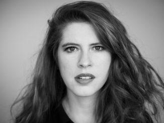 Zuzana Mikulcová predstaví svoj úspešný album Dievča vČechách.Spoločne skapelou vystúpi v Prahe, Brne a vo Veselí nad Moravou.