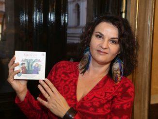 Radůza pripravuje nový album so Symfonickým orchestrom Českého rozhlasu,slávi úspech shudobnou rozprávkou akoncertuje so svojou kapelou.