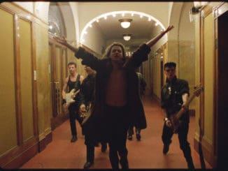 Kino Lumière uvedie dokument okomplikovanom svete charizmatického speváka Michaela Hutchenca.