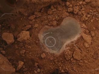 Kozmonauti našli vodu na Marse. Vzorka však na Zem nedorazí.