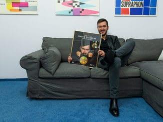 Marek Ztracený vydal tento týždeň nový album Planeta jménem stres.Za jeho predaj obdržal zlatú platňu.