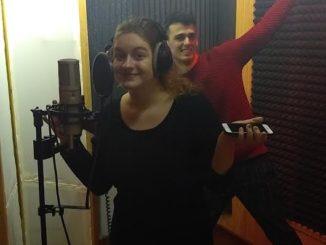 Stevon sAdrianou Habrdovou v predstihu predstavili letný song na štýl Aviciiho.