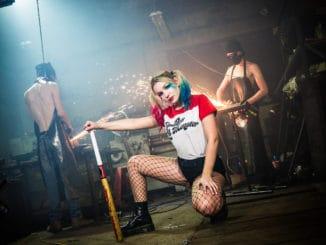 Prichádza Andie J. so sexy drzosťou ijemnou tváričkou Harley Quinn. Pozrite si jej debutový videoklip.