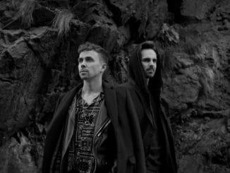 """Petr Lexa zo skupiny SLZA napísal novú pieseň ako svadobnú spoveď. Vo videoklipe """"zahrajú"""" sami seba známej inšpiratívne páry."""