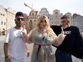 Elis Mraz vydává energický singl Don't Touch Me. Humornou skladbu představila vzorbingové kouli.