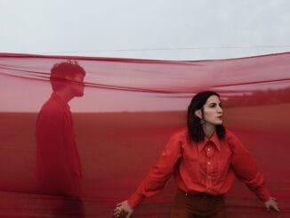KLÁRA VYTISKOVÁ & ALBERT ČERNÝ (Lake Malawi)  vnovém klipu nechali rozkvést duet Gold.