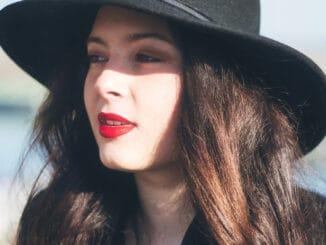TERI ČIKOŠ - Po úspešnom rádiovom singli Pozri, predstavuje emotívnu novinku Dievča.