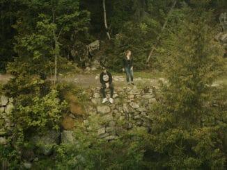 Plexo prichádza snovinkou GPS aotvára svoju trinástu komnatu. Shudbou mu pomohol producent Peter Pann, so spevom šarmantná Nicky Mack!