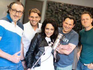 Lucie Bílá a 4 Tenoři nahrali Krásu. Prvý singel z pripravovaného albumu je poctou Karlovi Gottovi.