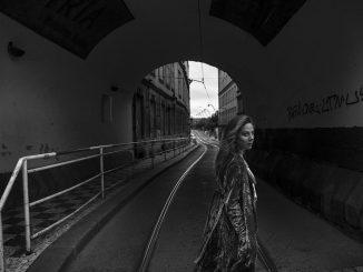 Aneta Langerová vydáva nový singel Bílý Den.Vnovinke spieva, že láska a priateľstvo sú nad zlato.