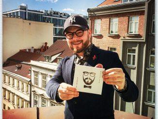 Jan Smigmator vydáva pop-swingový album Murphyho zákon.