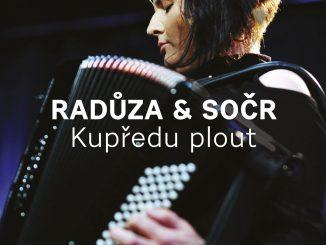 Radůza vydáva album Kupředu plout.