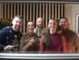 """Skupina For You má nový vianočný album, prerobila slávny hit Michala Dočolomanského """"Zima na saniach""""!"""