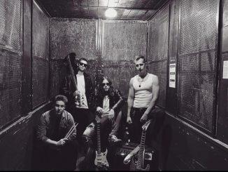 Rockeri BRØKKEN GLAS vo svojom prvom klipe upozorňujú na choroby dnešnej doby.