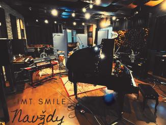 Skupina IMT Smile doplní svoj ŽIVOT oB- STRANY, RARITY & LIVE. Ako prvá sa predstaví skladba NAVŽDY vpodmanivej akustickej verzii.