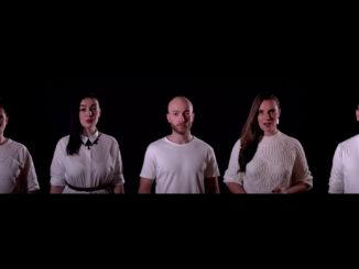 Skupina For You dala fanúšikom predčasný vianočný darček,naspievala známu melódiu zfilmu Perinbaba.