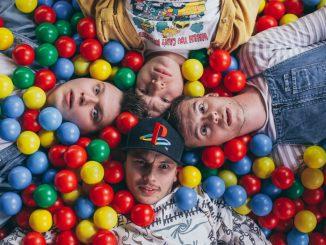 Skupina PILOT vydáva EP MEZI NÁMA.Titulným singlom a klipom Dospělí kreslí pomyselnú čiaru za kapelným detstvom.