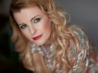 K55. výročiu narodenia Ivety Bartošovej vychádza album jej najväčších hitov Knoflíky lásky.