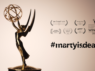 """Mezinárodní cena Emmy je konečně vČesku!Tvůrci seriálu #martyisdead rozbalili """"televizního Oscara""""."""